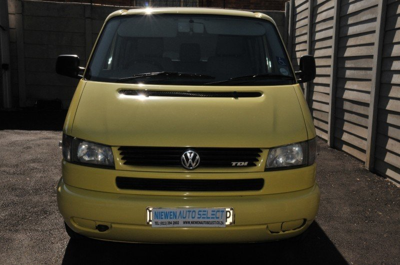 Volkswagen Caravelle 2.5 2003 photo - 11
