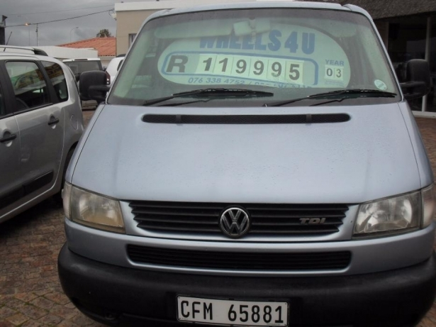 Volkswagen Caravelle 2.5 2003 photo - 6