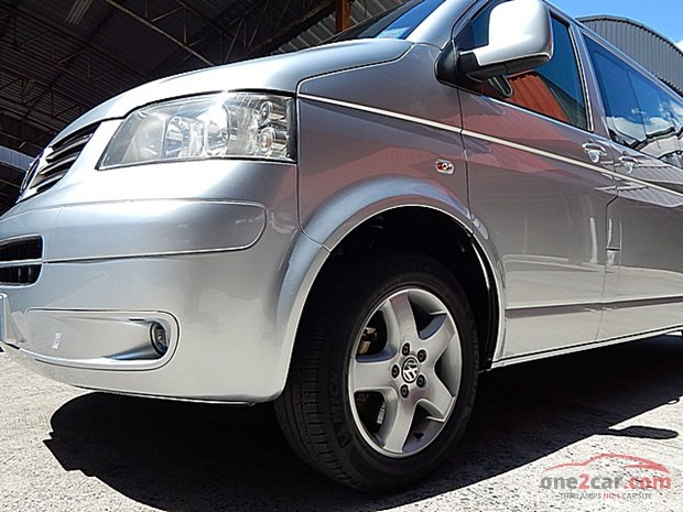 Volkswagen Caravelle 3.2 2009 photo - 1