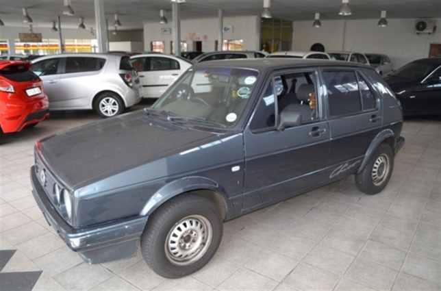 Volkswagen Golf 1.3 1999 photo - 2