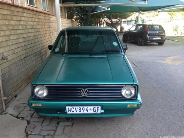 Volkswagen Golf 1.6 1998 photo - 4