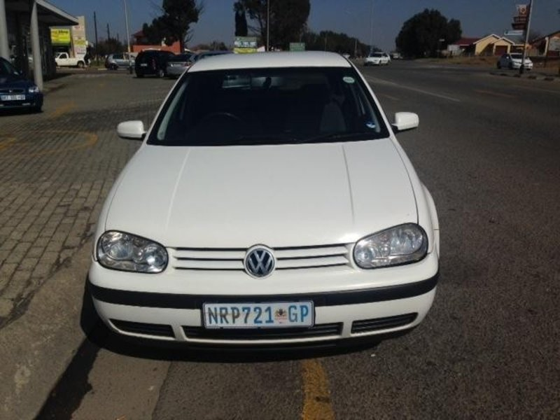 Volkswagen Golf 1.6 1999 photo - 7
