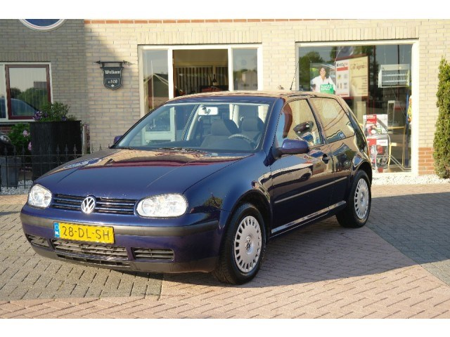Volkswagen Golf 1.6 1999 photo - 8