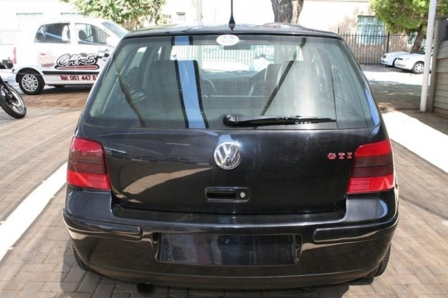 Volkswagen Golf 1.8 2004 photo - 6