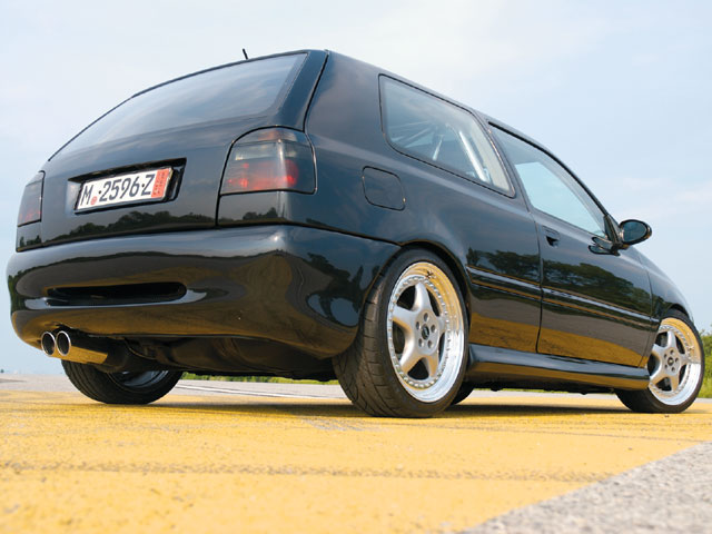 Volkswagen Golf 1.8T 1996 photo - 9