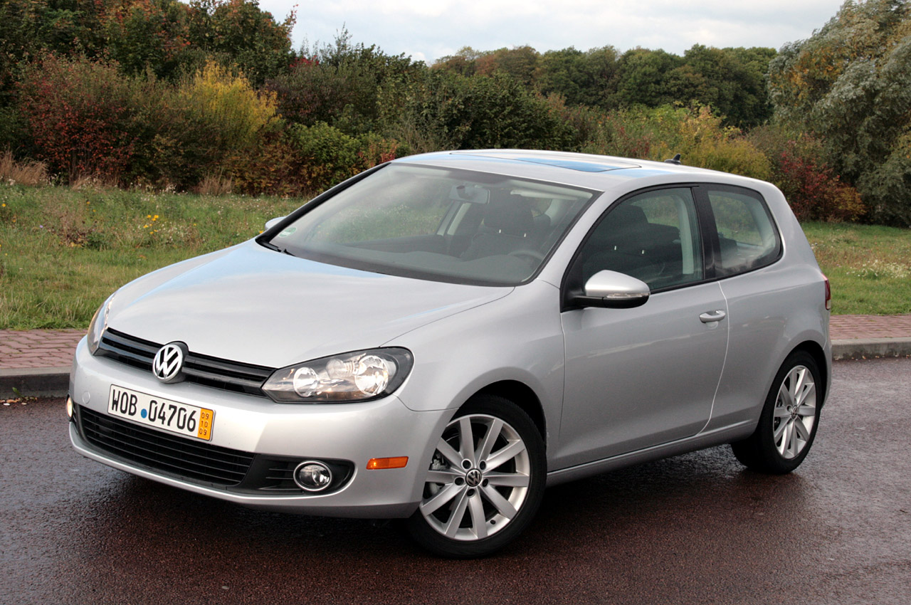 Volkswagen Golf 1.9 2010 photo - 1