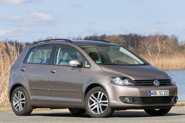 Volkswagen Golf 1.9 2010 photo - 11