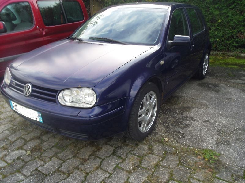 Volkswagen Golf 2.3 1999 photo - 4