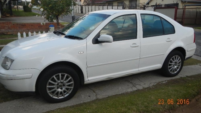 Volkswagen Jetta 1.6 2005 photo - 10