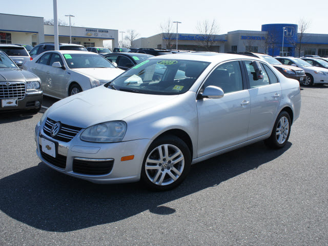 Volkswagen Jetta 1.6 2005 photo - 11