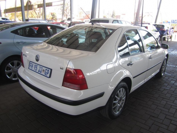 Volkswagen Jetta 1.6 2005 photo - 8