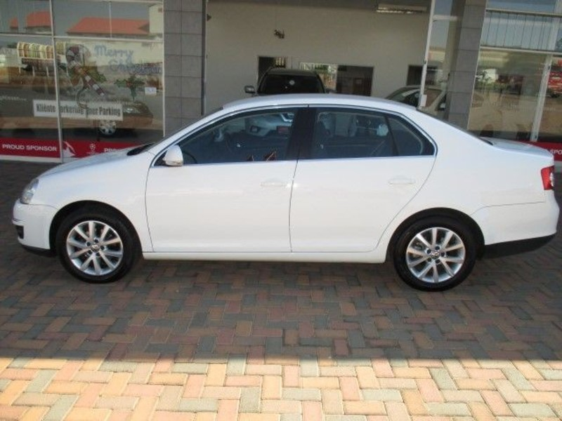 Volkswagen Jetta 1.6 2011 photo - 12