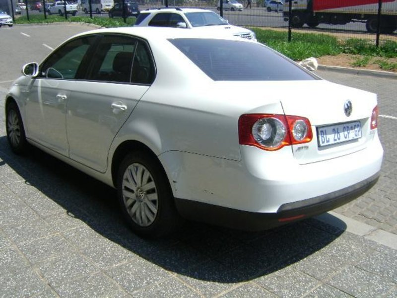 Volkswagen Jetta 1.6 2011 photo - 4