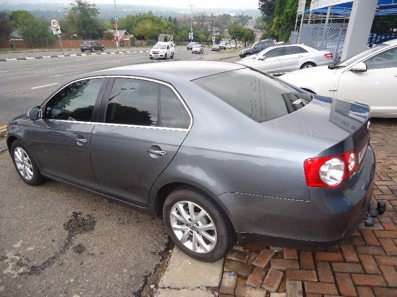 Volkswagen Jetta 1.6 2011 photo - 5