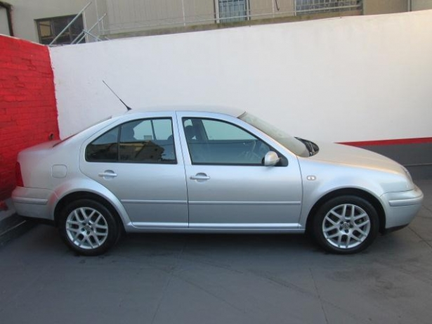 Volkswagen Jetta 2.0 2004 photo - 12