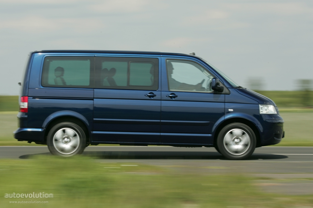 Volkswagen Multivan 2.0 2004 photo - 1