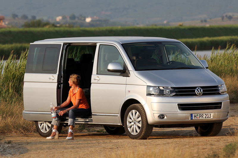 Volkswagen Multivan 2.0 2010 photo - 9