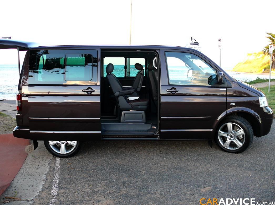Volkswagen Multivan 3.2 2008 photo - 1