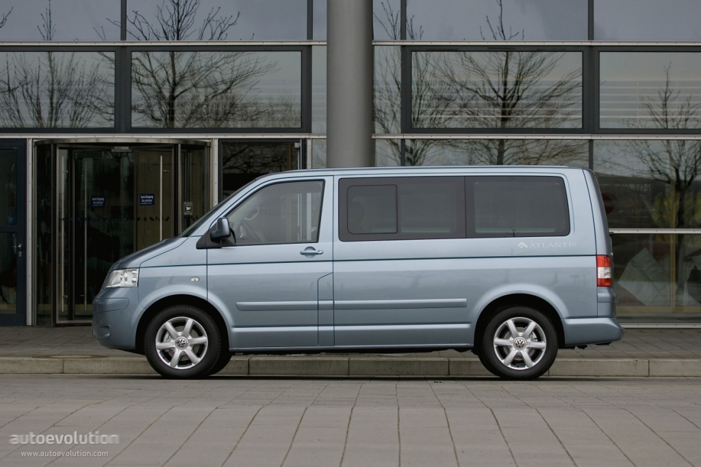 Volkswagen Multivan 3.2 2008 photo - 11