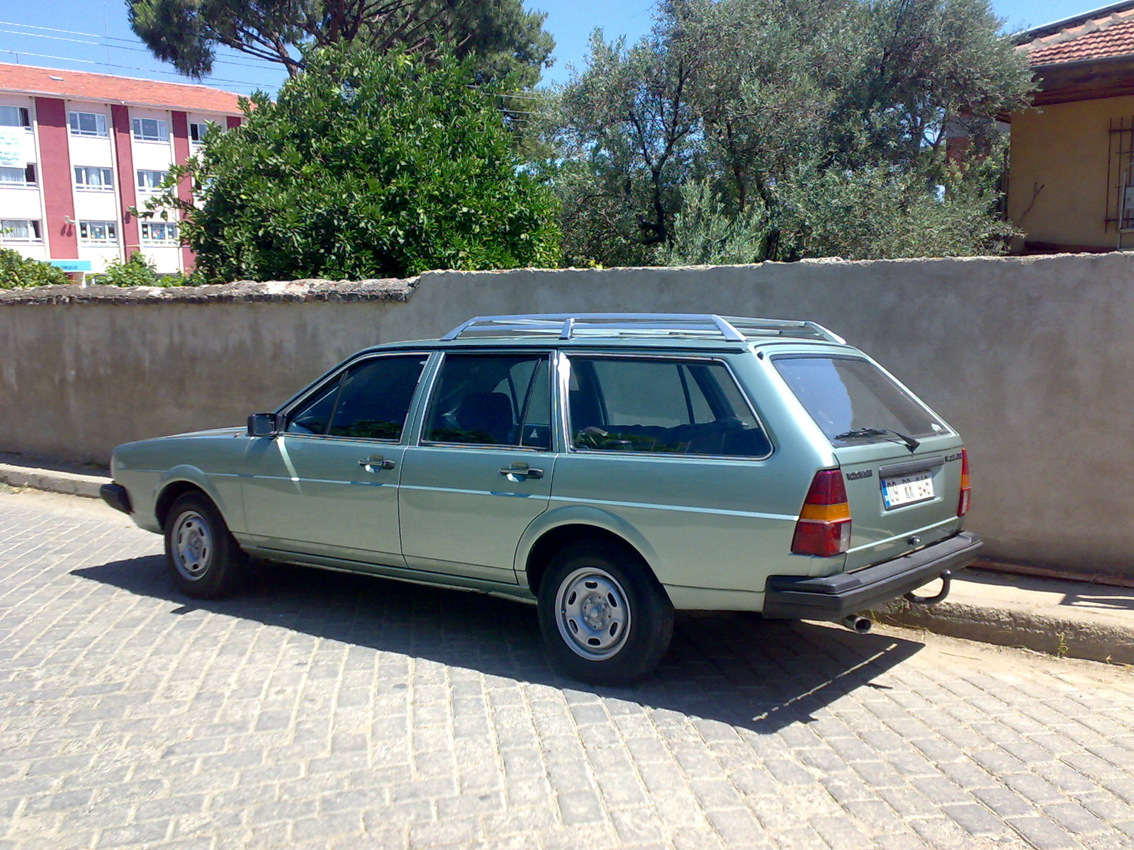 Volkswagen Passat 1.3 1985 photo - 1