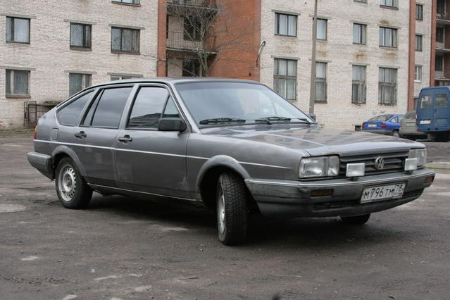 Volkswagen Passat 1.3 1985 photo - 2