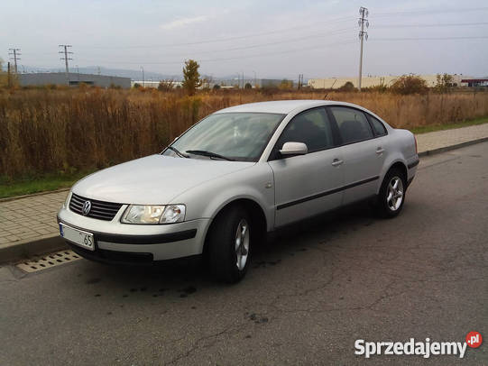 Volkswagen Passat 1.3 1997 photo - 6