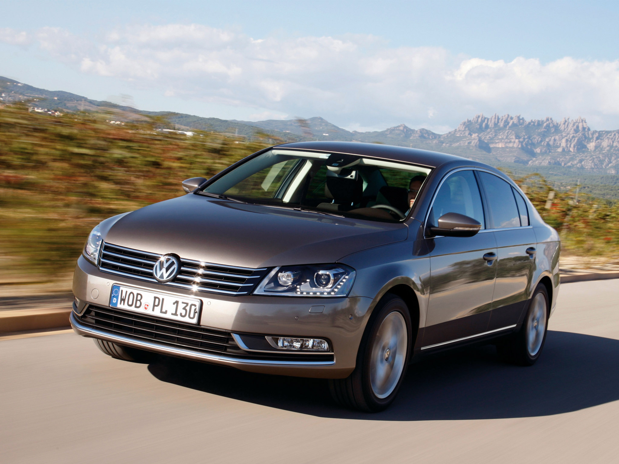 Volkswagen Passat 1.4 2010 photo - 1