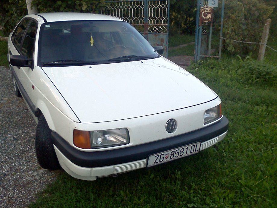 Volkswagen Passat 1.6 1991 photo - 11