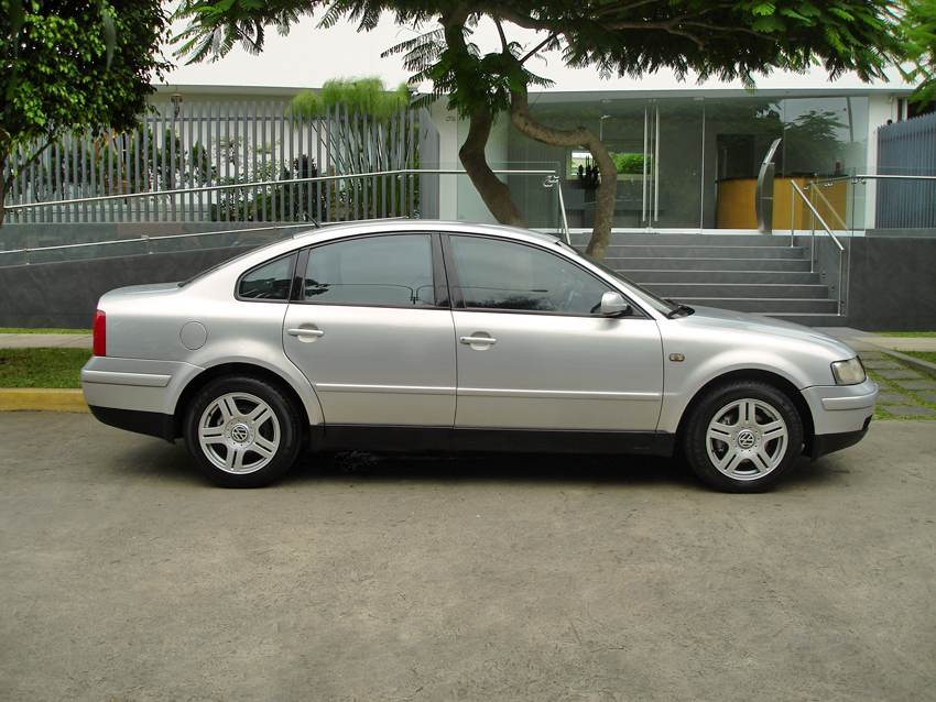 Volkswagen Passat 1.8 1998 photo - 9
