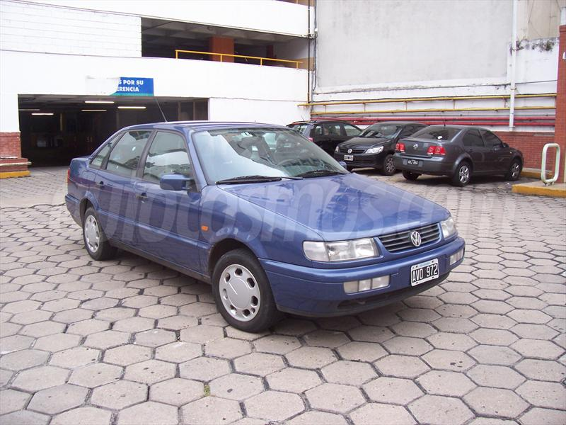 Volkswagen Passat 1.9 1996 photo - 11