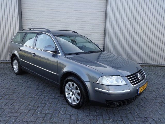 Volkswagen Passat 1.9 2005 photo - 4