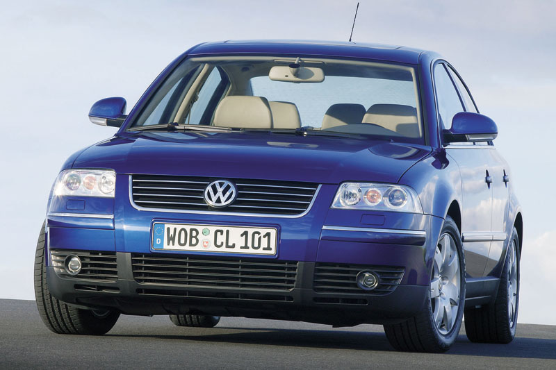 Volkswagen Passat 2.0 2004 photo - 1