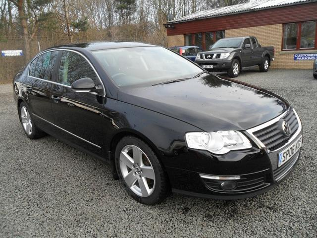 Volkswagen Passat 2.0 2004 photo - 12