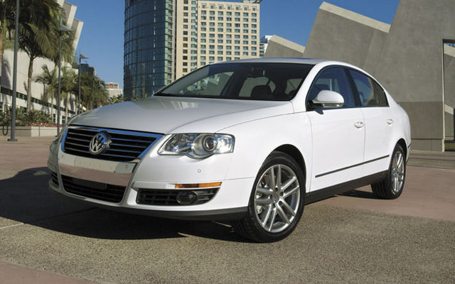 Volkswagen Passat 2.0 2009 photo - 11