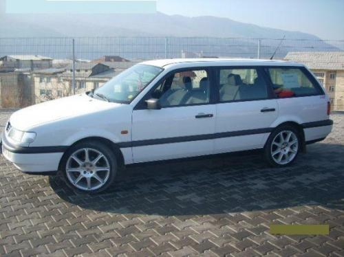 Volkswagen Passat 2.3 1995 photo - 9