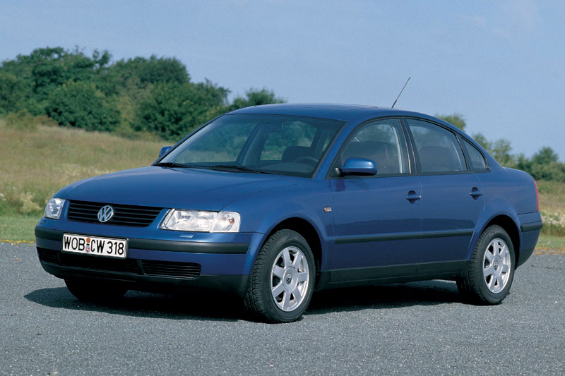 Volkswagen Passat 2.3 1998 photo - 2