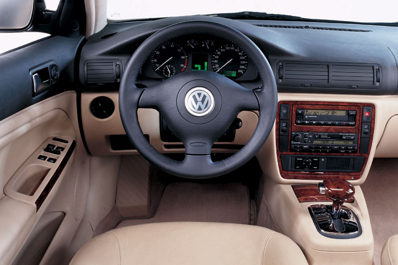 Volkswagen Passat 2.3 1998 photo - 4