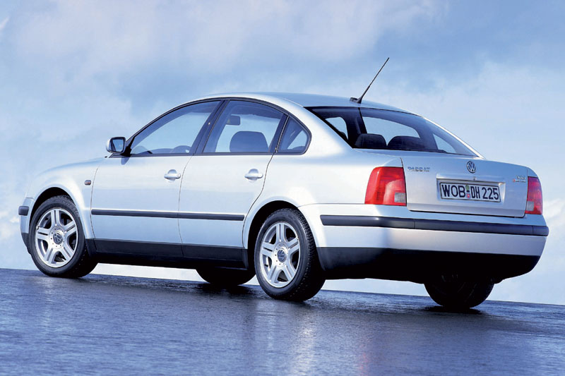 Volkswagen Passat 2.3 1998 photo - 7
