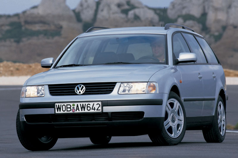 Volkswagen Passat 2.3 1998 photo - 9