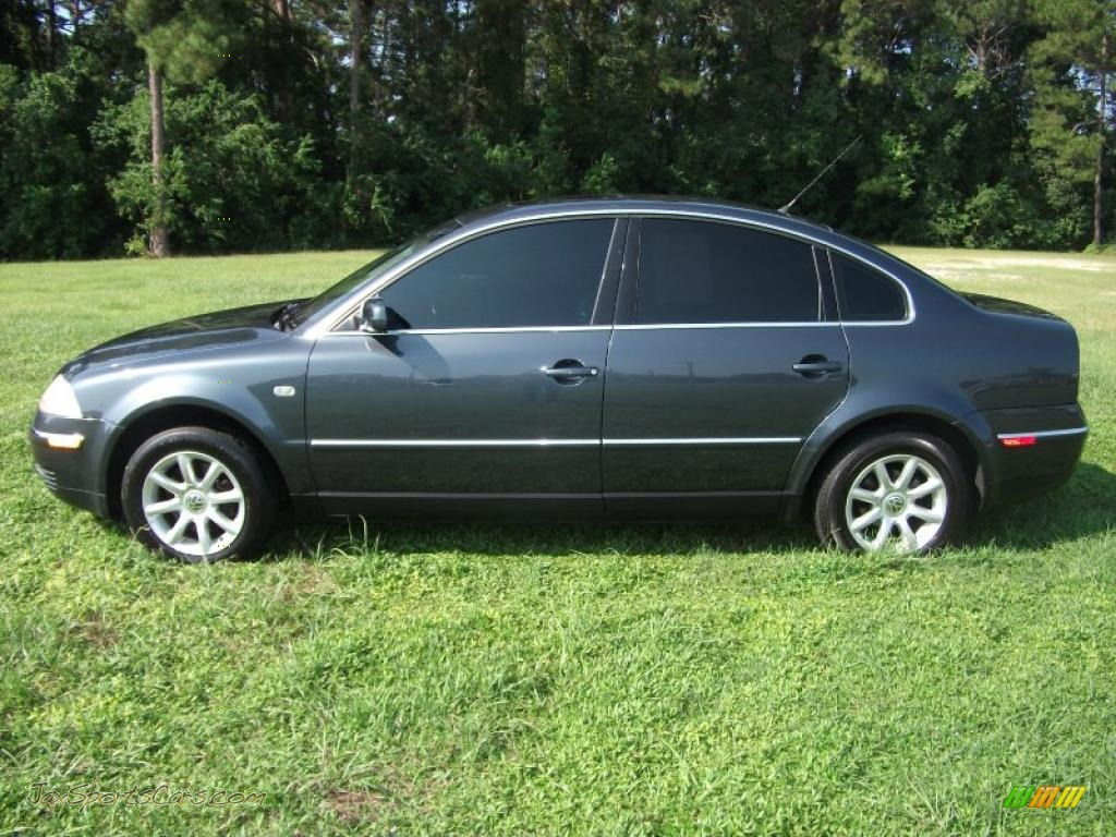 Volkswagen Passat 2.5 2004 photo - 12
