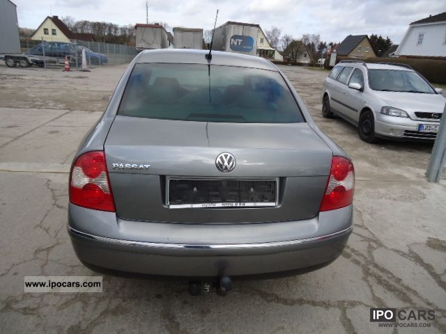 Volkswagen Passat 2.5 2004 photo - 2