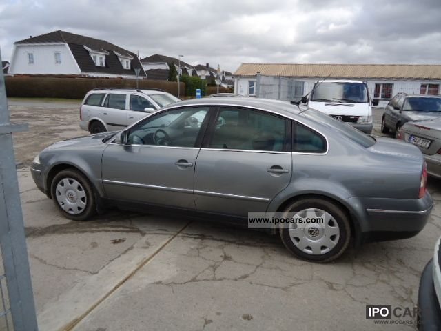 Volkswagen Passat 2.5 2004 photo - 4