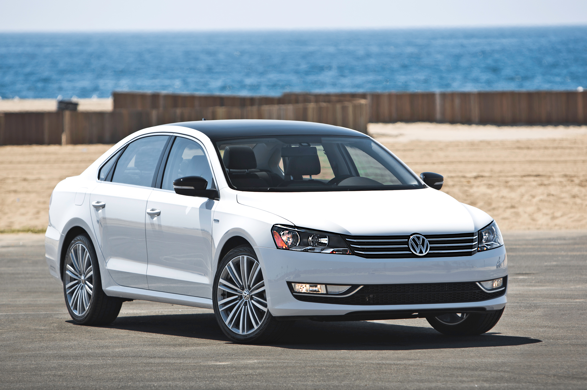 Volkswagen Passat 3.6 2014 photo - 11