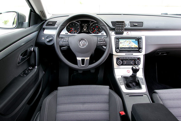 Volkswagen Passat CC 1.8 2009 photo - 10