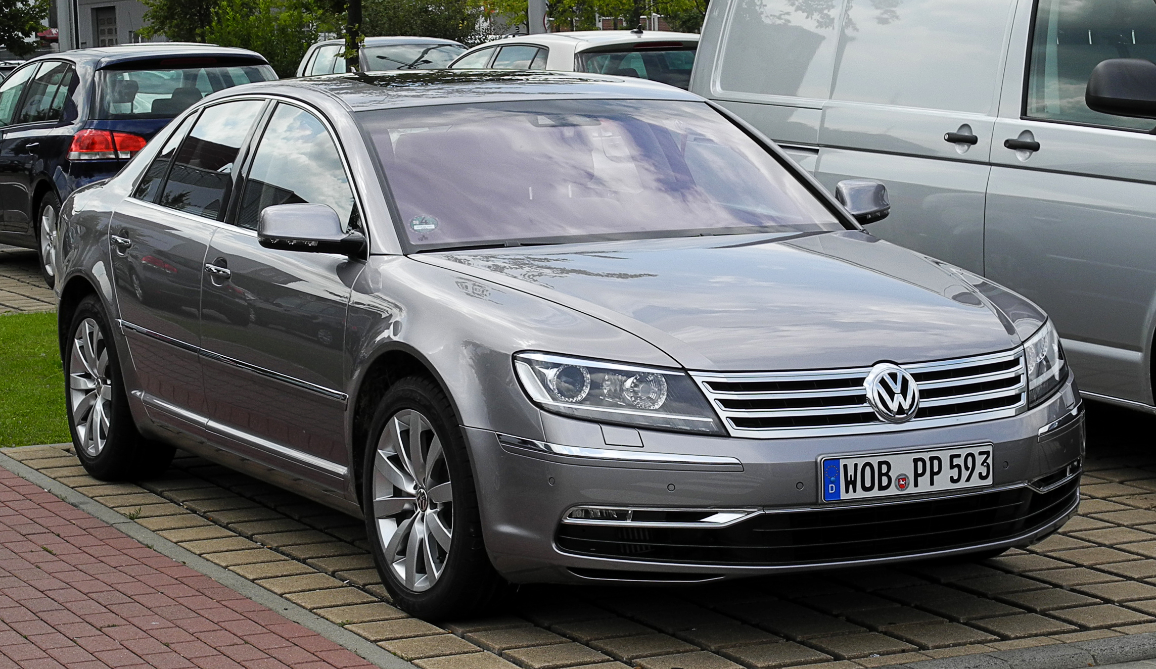 Volkswagen Phaeton 3.0 2011 photo - 2