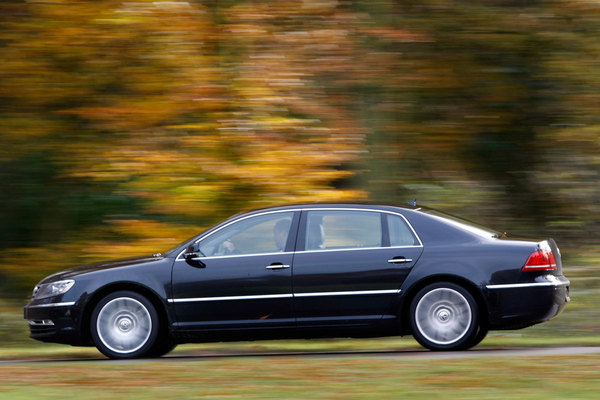 Volkswagen Phaeton 3.0 2011 photo - 9