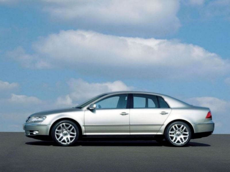 Volkswagen Phaeton 3.6 2013 photo - 11