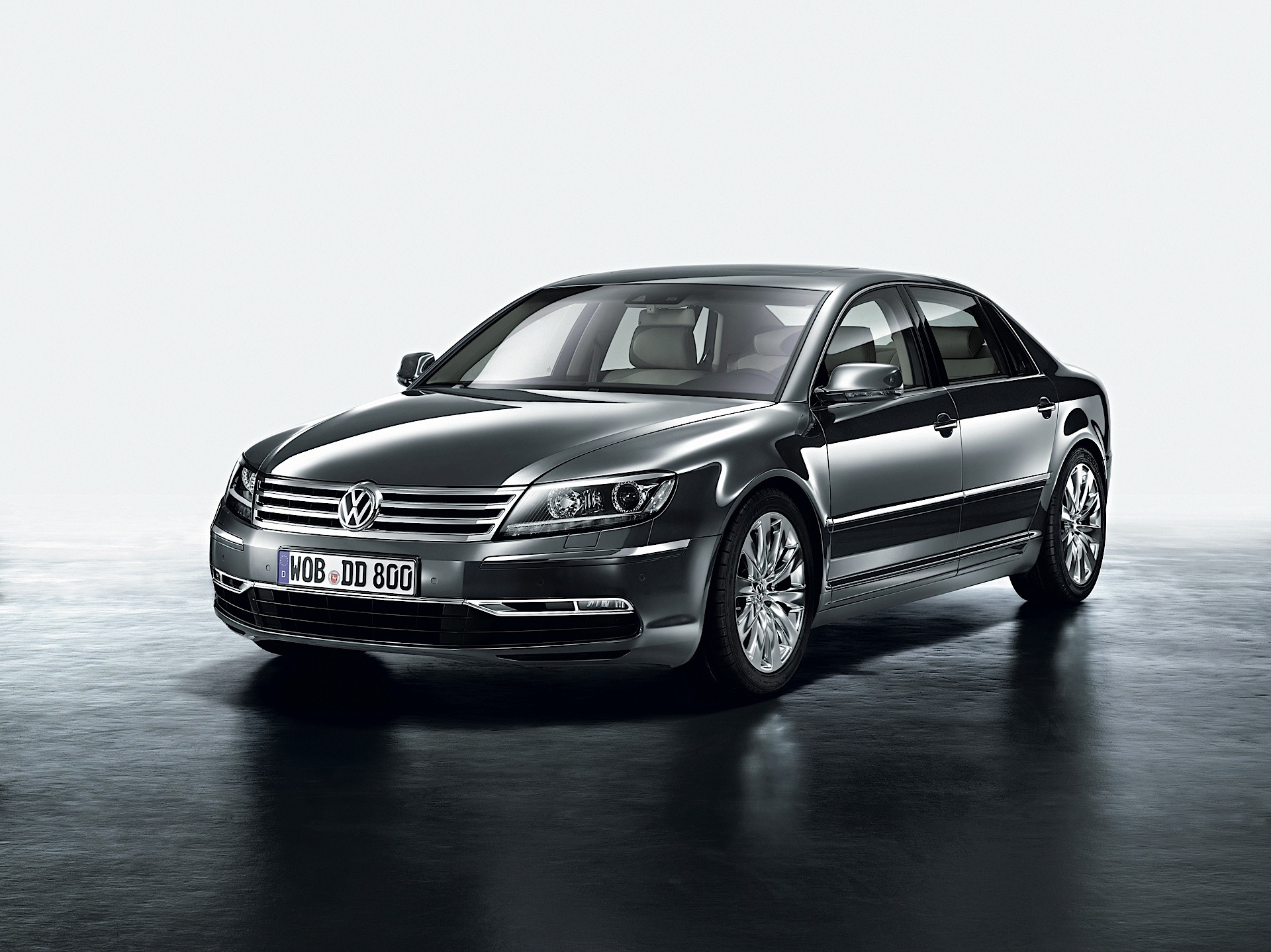 Volkswagen Phaeton 3.6 2013 photo - 12