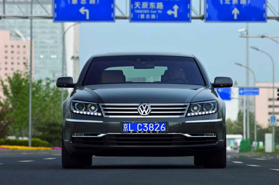 Volkswagen Phaeton 3.6 2013 photo - 2