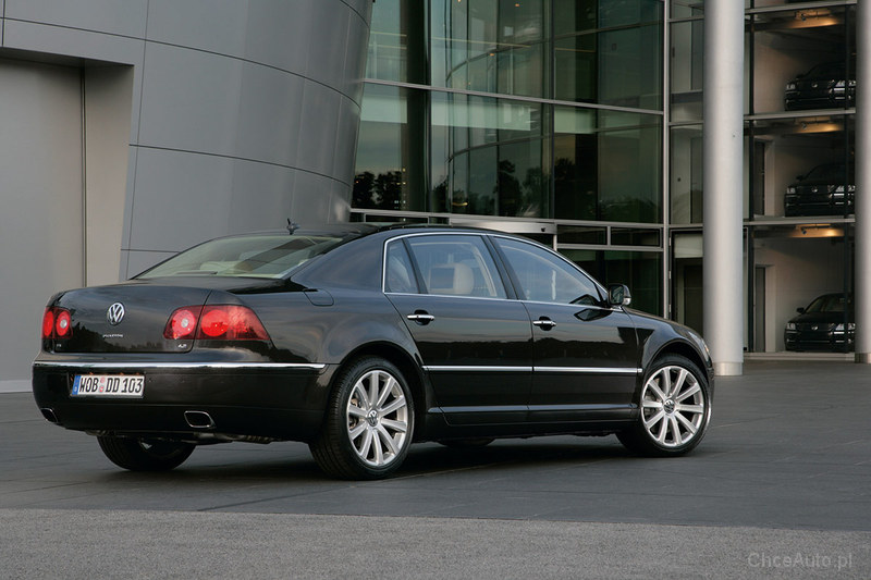Volkswagen Phaeton 6.0 2003 photo - 11
